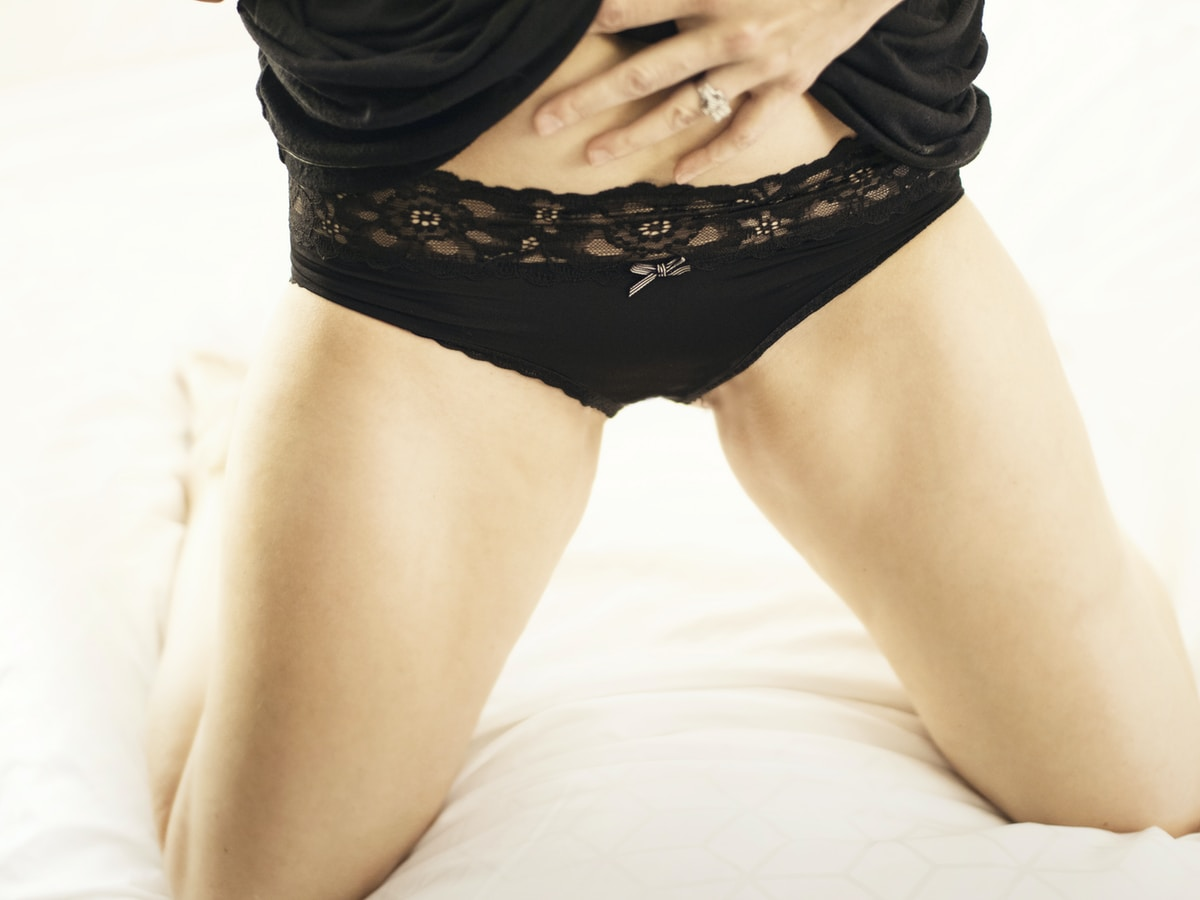 dos vaginas, OnlyFans, woman in black lace panty lying on bed