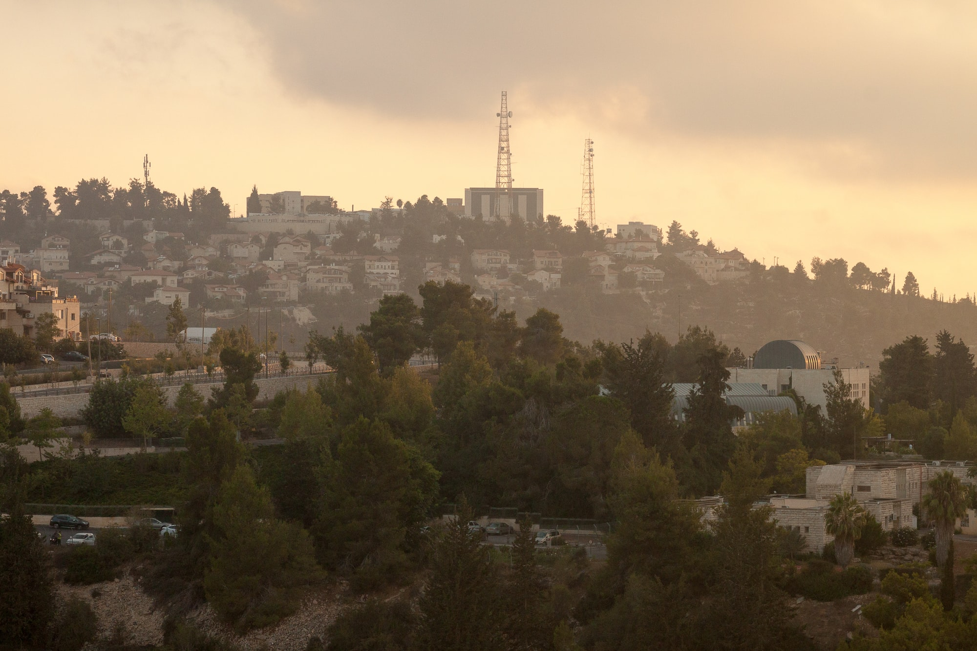 Israeli settlers refuse to vacate illegal West Bank settlement