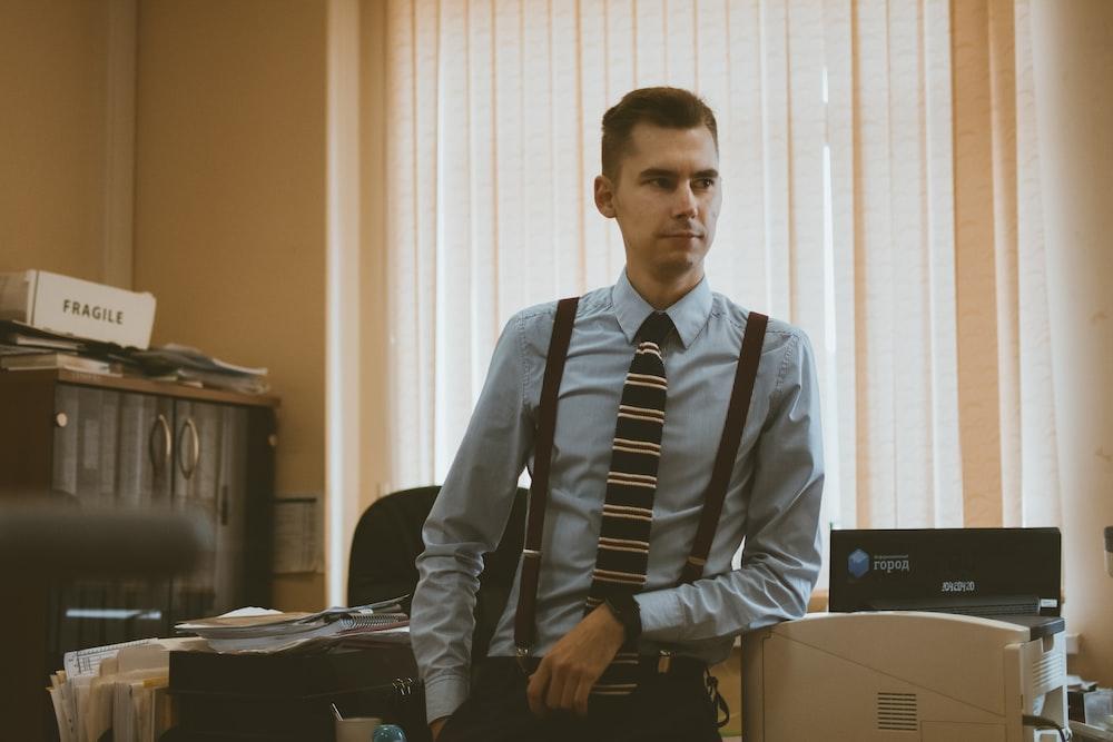 man in gray dress shirt and black necktie