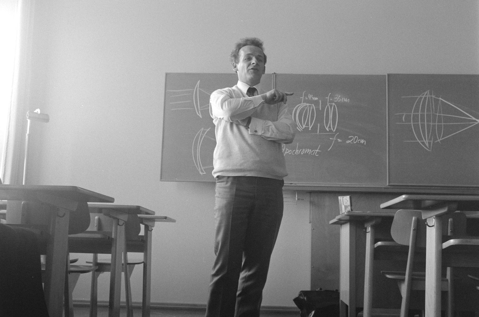 my photoschool-teacher explaining optical calculations 1970