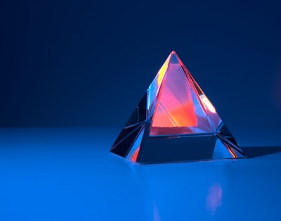 triangular red and blue triangle illustration