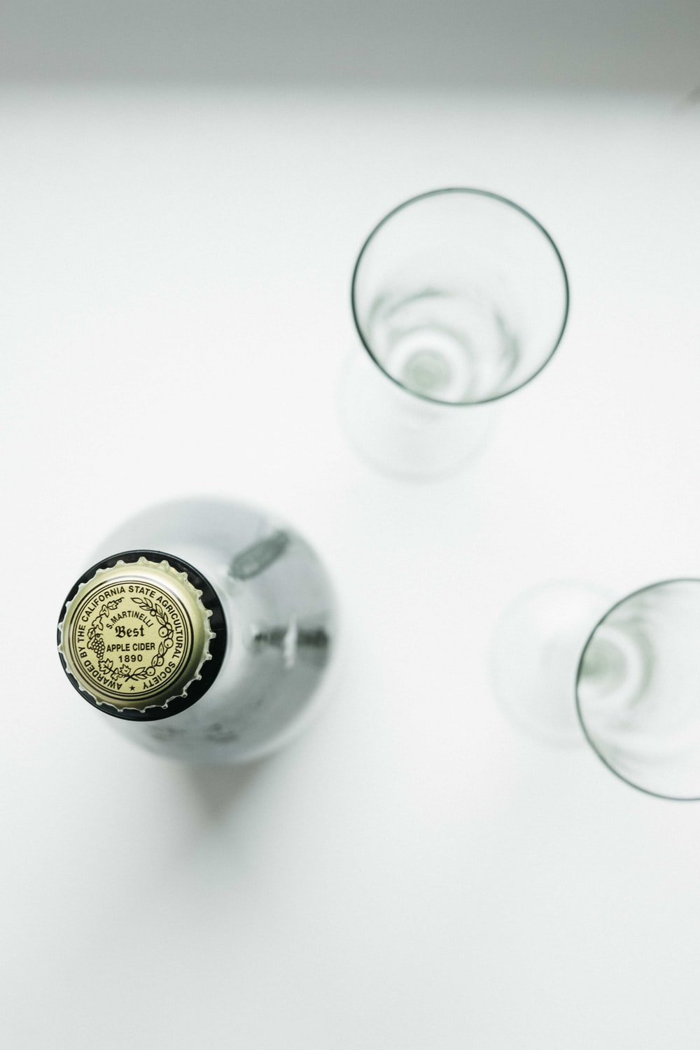 gold and silver bottle cap