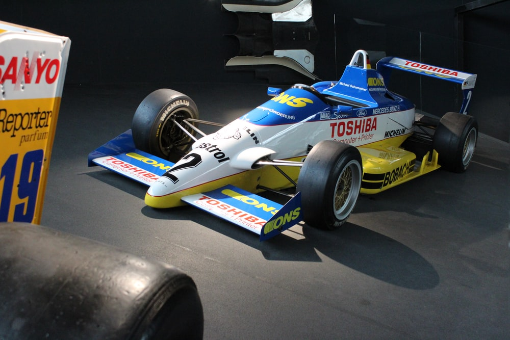blue and red f 1 car