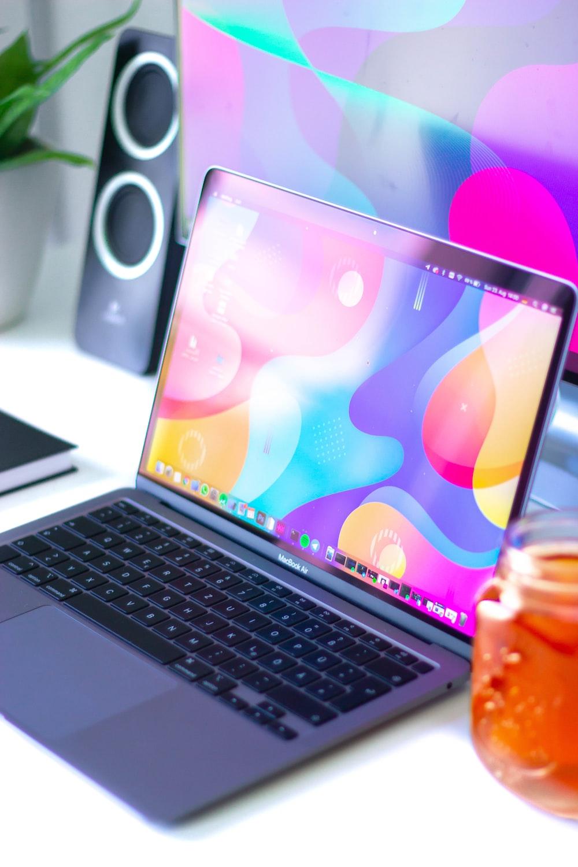 macbook pro turned on displaying desktop