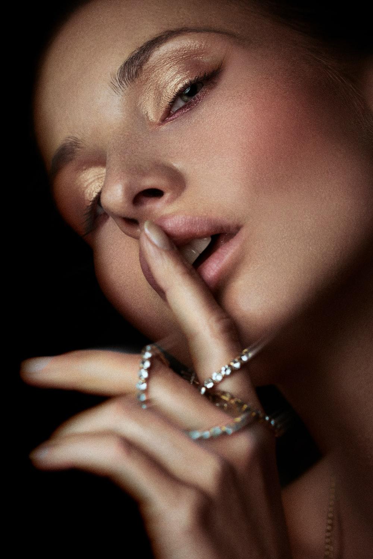 woman wearing silver diamond ring
