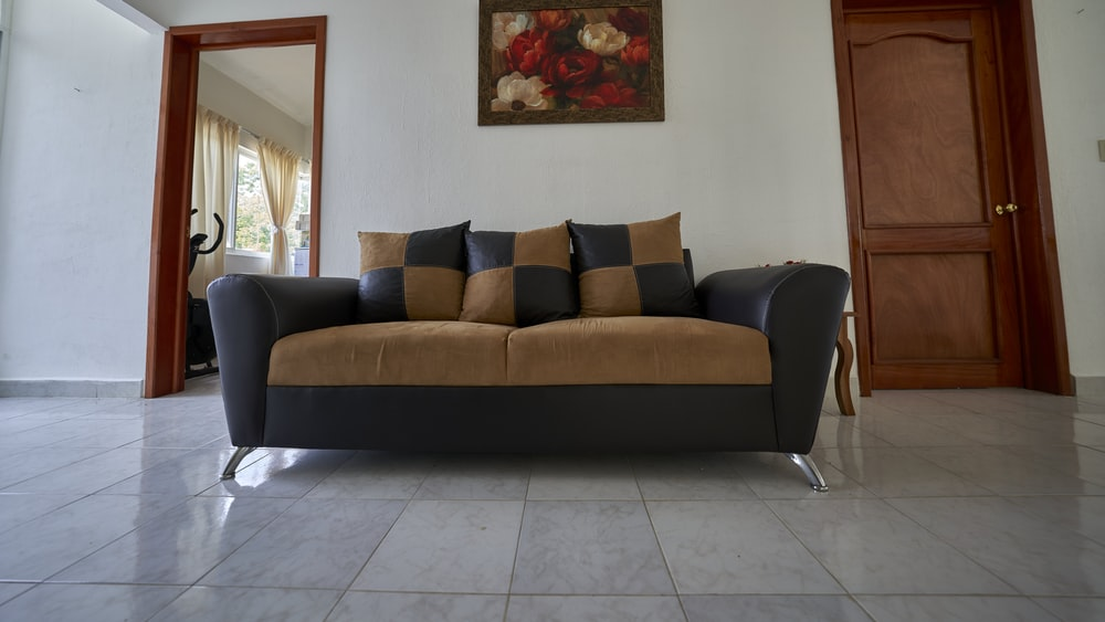 brown 2 seat couch with throw pillows