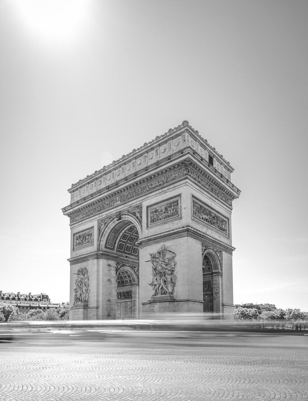 grayscale photo of arc de triomphe