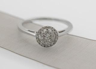 mutil-diamond pave ring