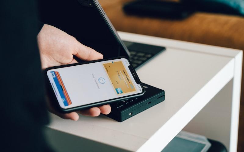 Permudah transaksi perbankan dengan m-banking.