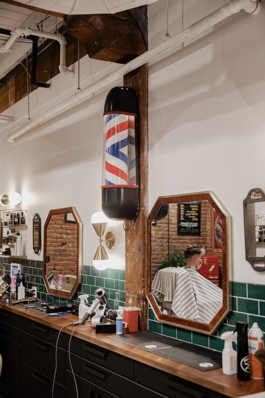 Miroir vintage chez barbier