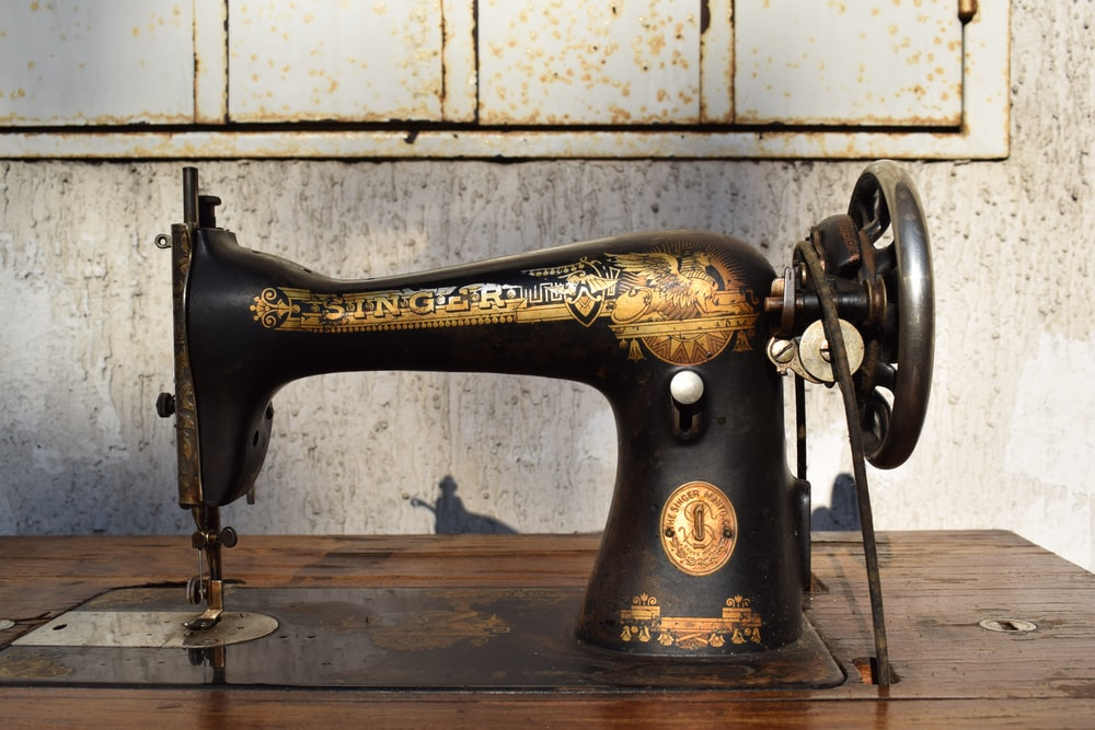 black and brown sewing machine