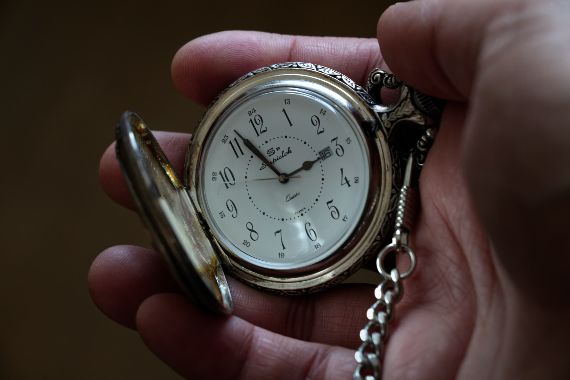 Weekend Reads: Pocket Watches, Notes, Drinking with the French, and Podcasting from Hell