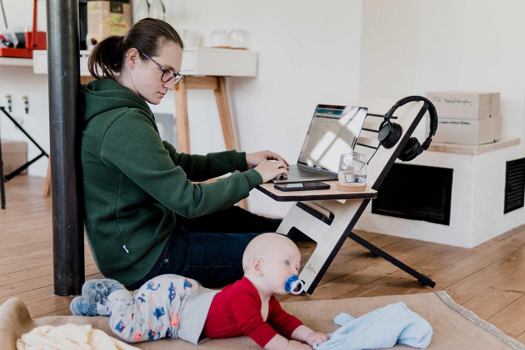 O trabalho remoto parece ser uma tendência que vem para tornar-se regra. Photo by Standsome Worklifestyle / Unsplash