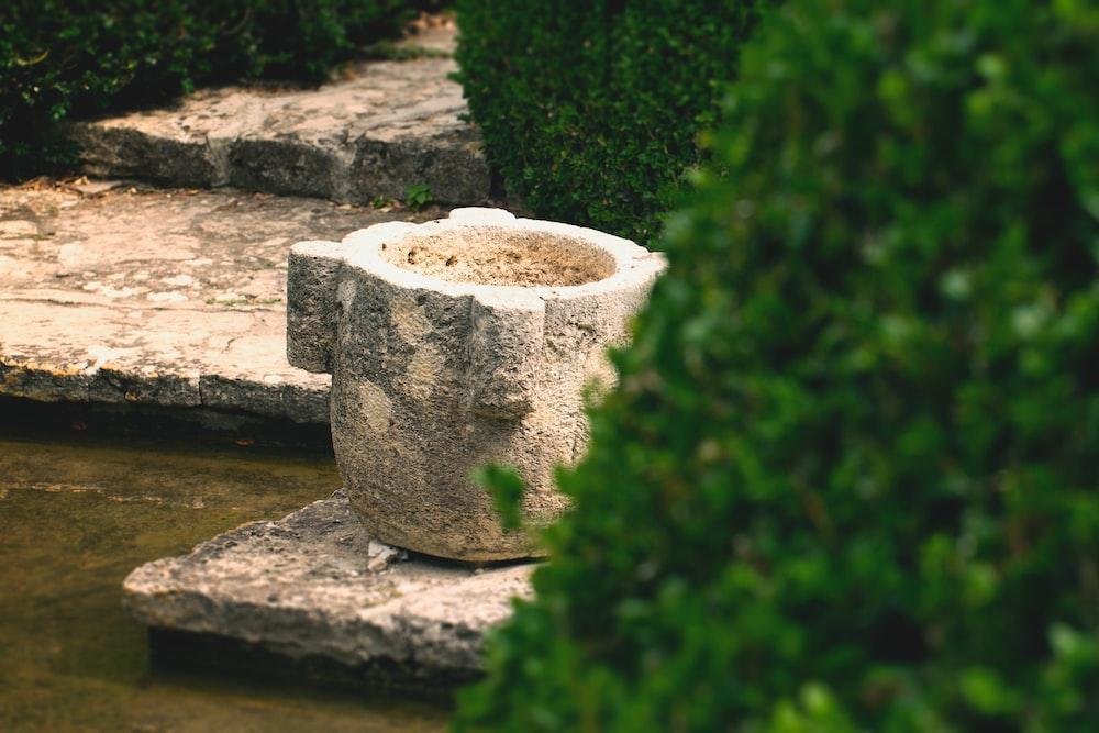 white concrete stone on brown concrete brick