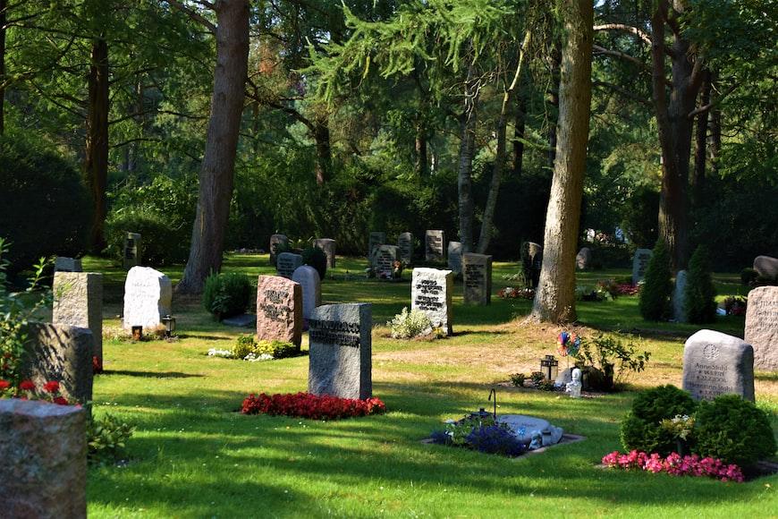 Des tombes.   Photo : Unsplash