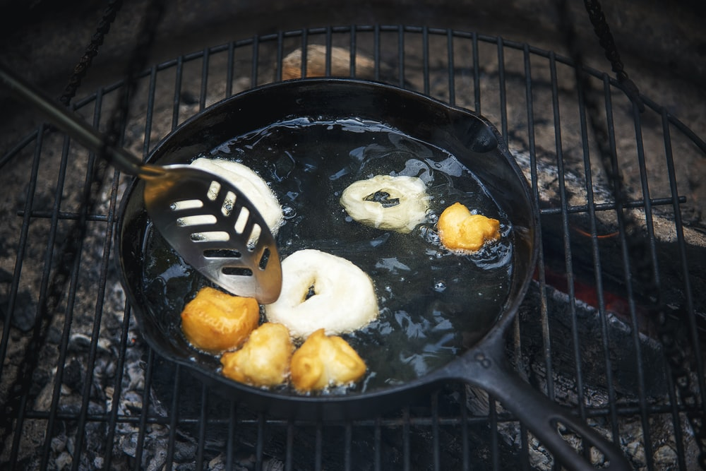 sliced bread on black charcoal grill