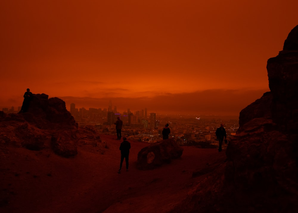 silhouette of people overlooking San Francisco during 2020 fires