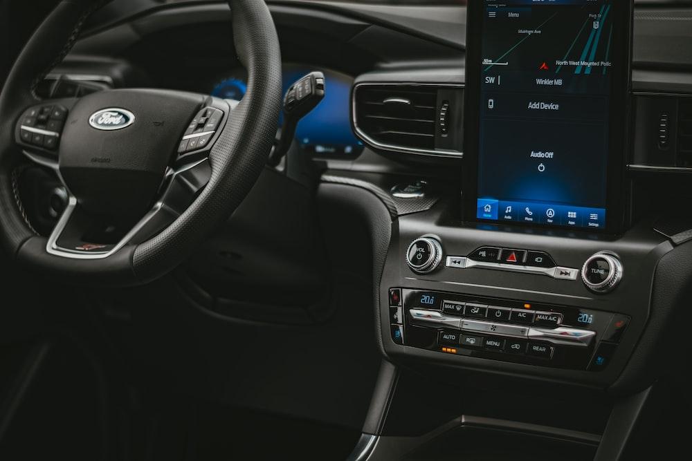 black and gray car stereo