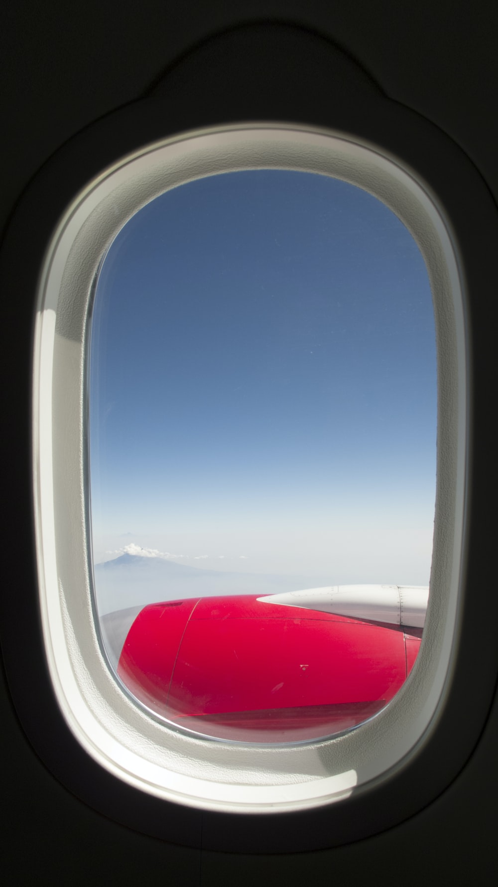white and red airplane wing during daytime