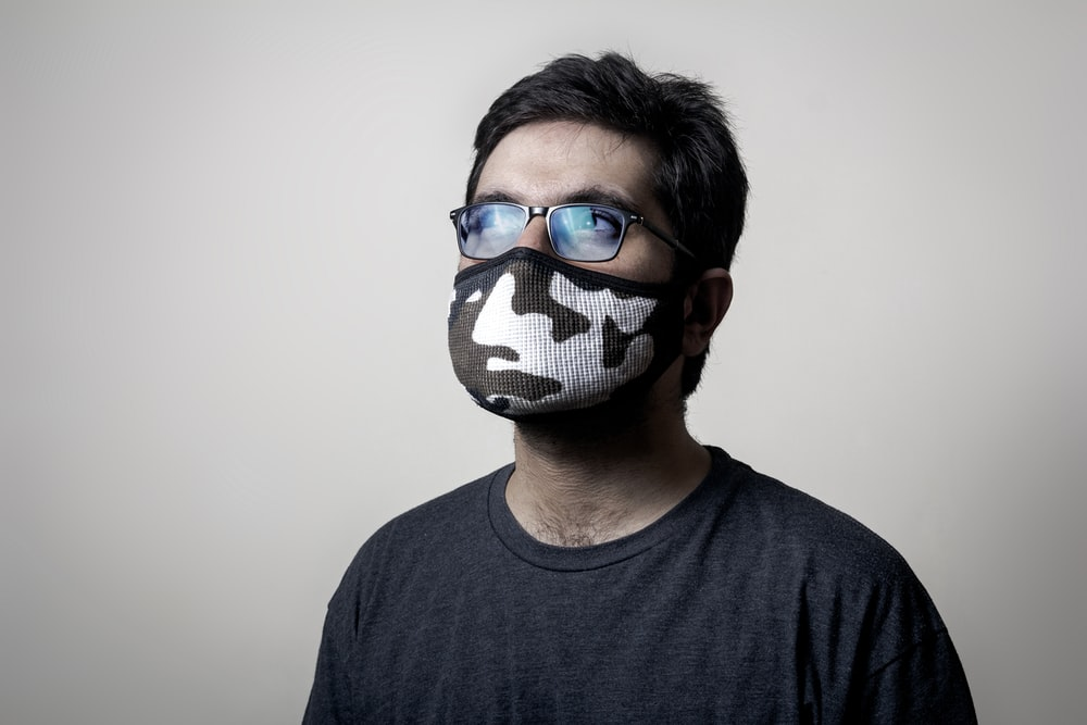 man in gray crew neck shirt wearing blue and black goggles