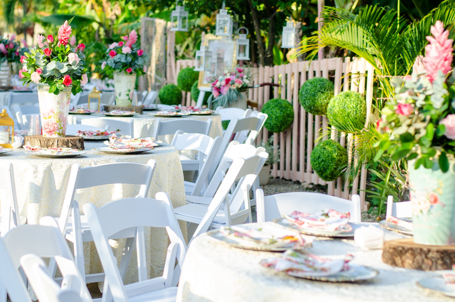 Outdoor Dining image