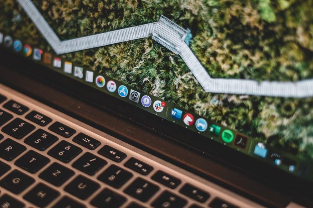 macbook pro displaying home screen