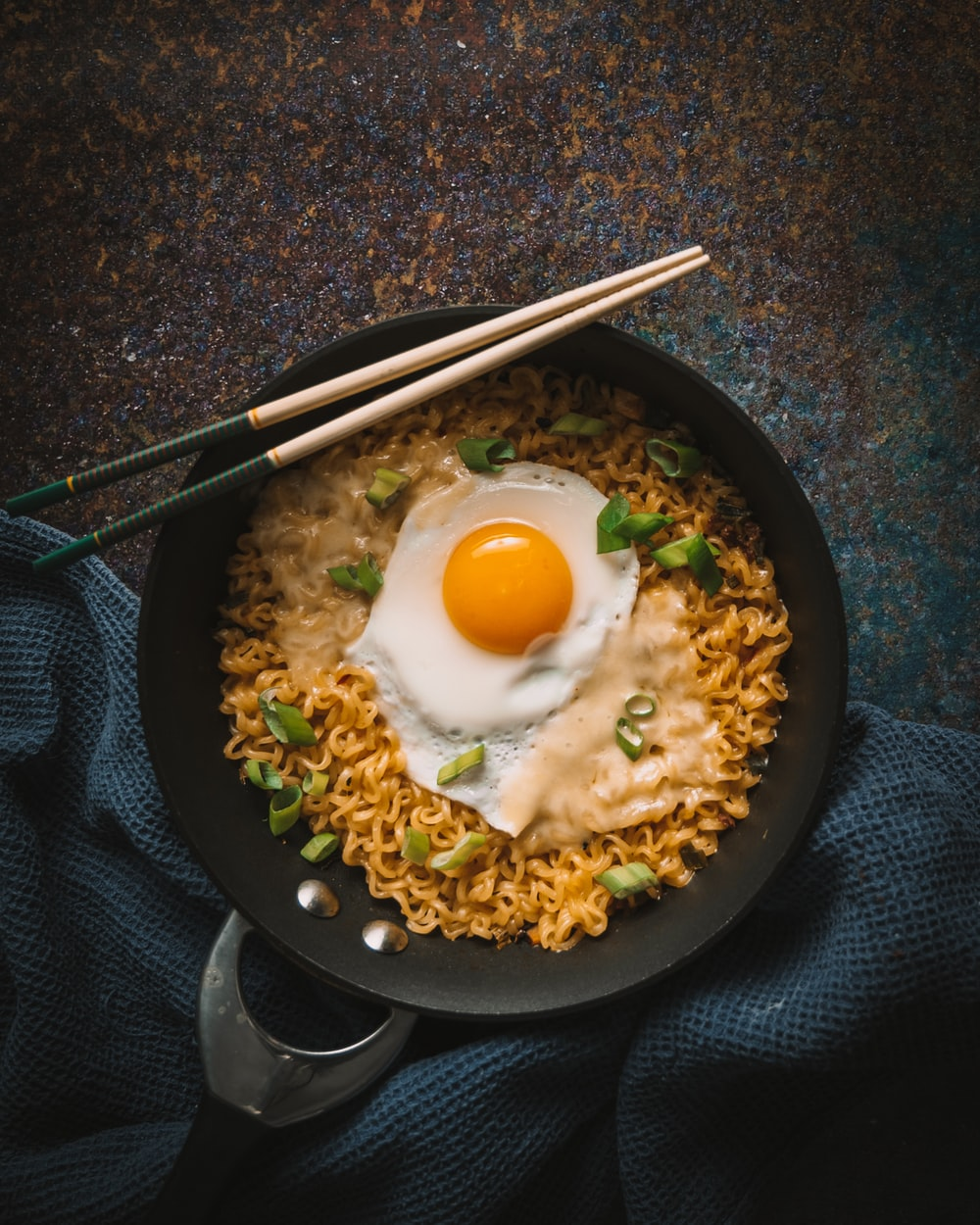 egg with rice on black pan