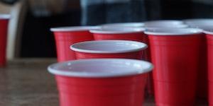 Igra pijenja šest šalica
