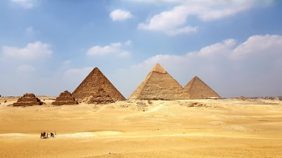 brown pyramid under blue sky during daytime pyramids teams background
