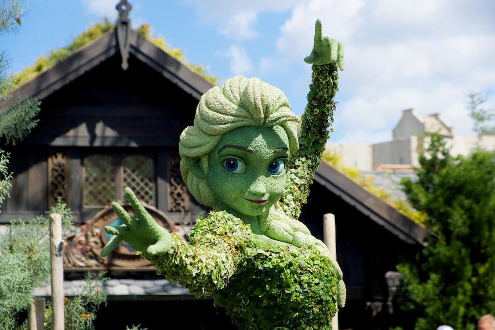 green dragon statue during daytime