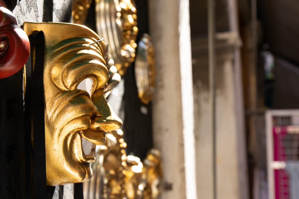 gold colored dragon figurine in close up photography