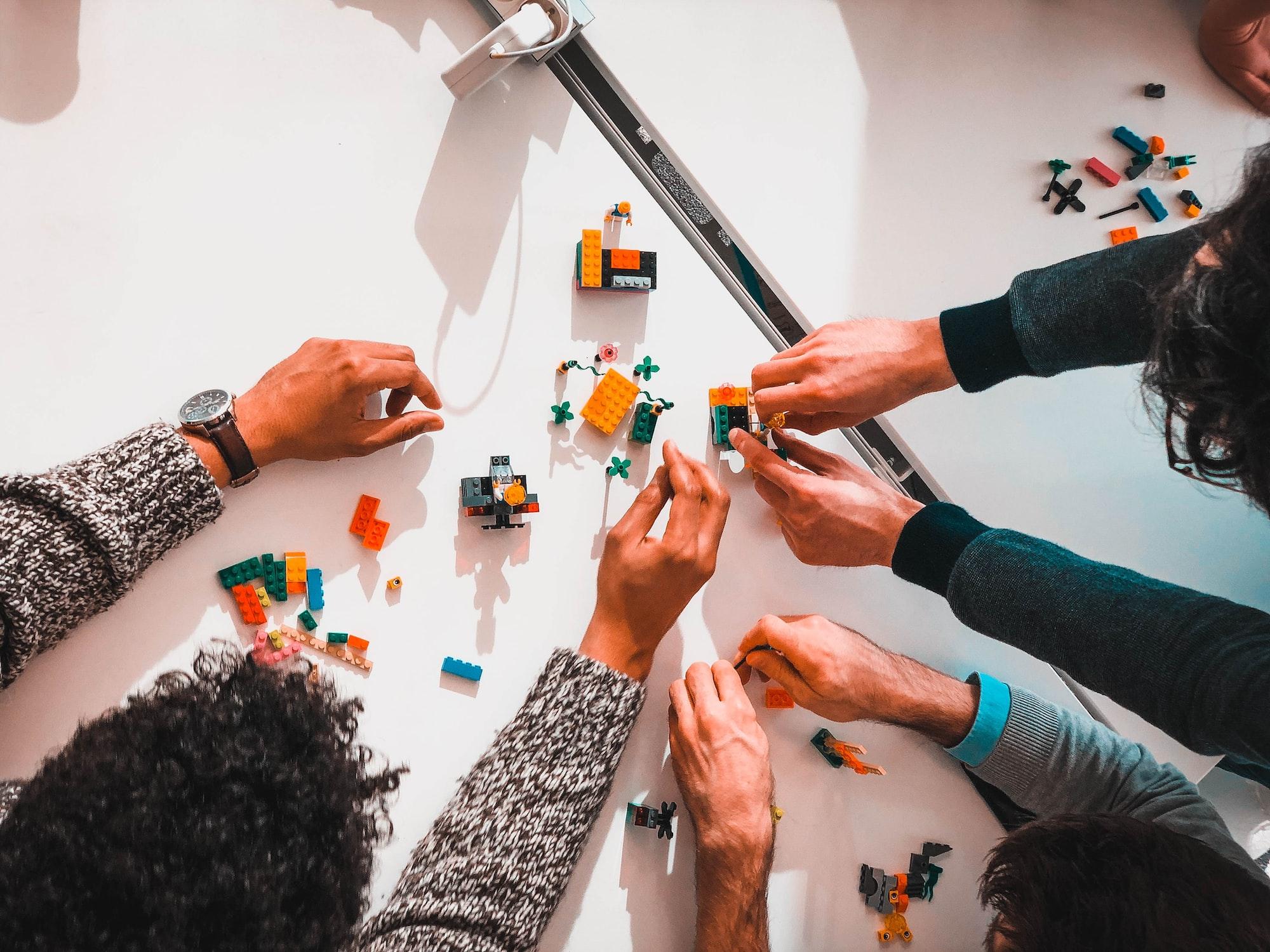 Team building Lego model.  Please, credit my pictures : @sebastien__bonneval