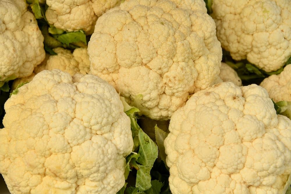 white cauliflower on green grass