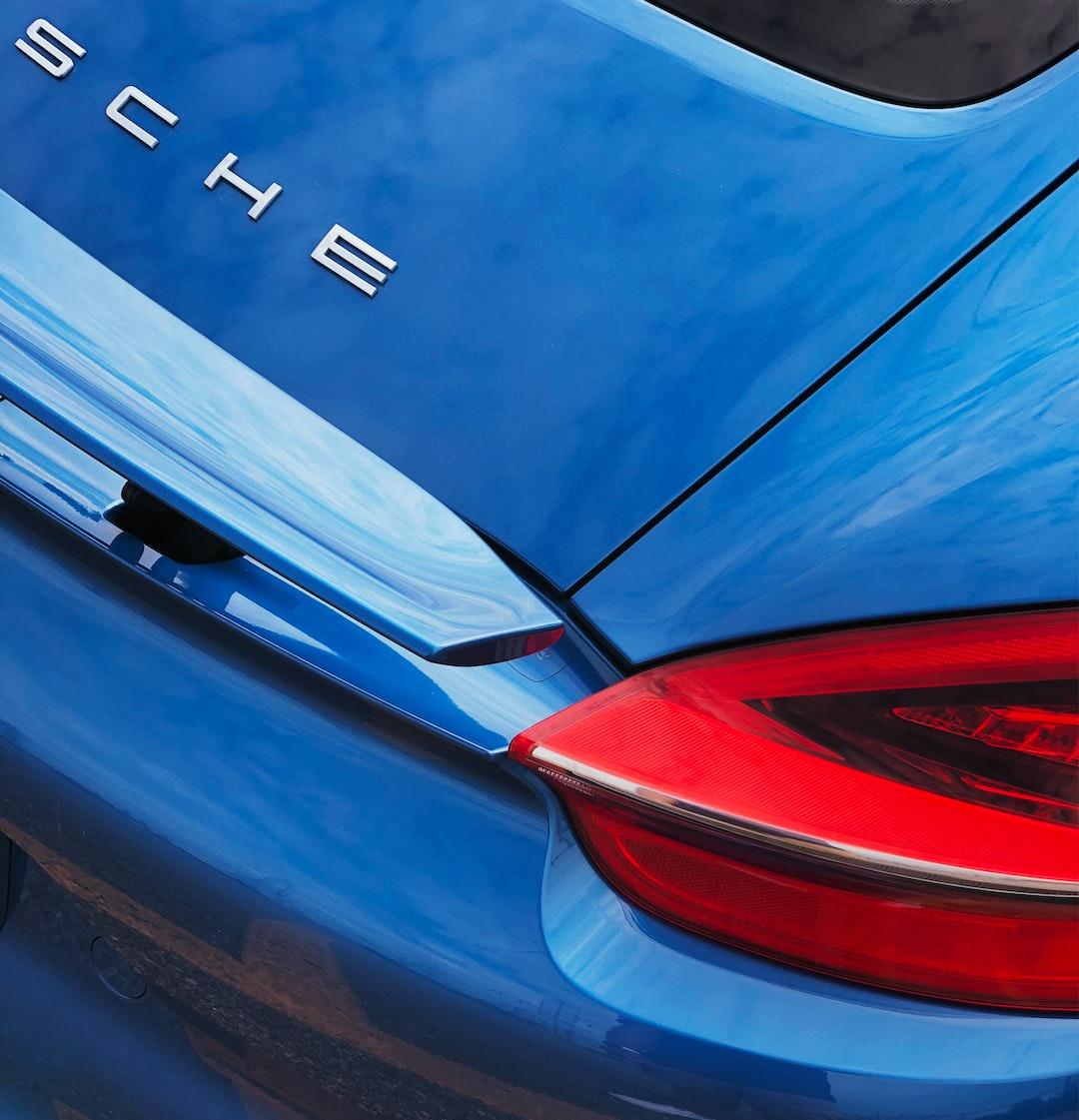 Blue Porsche by @beekay on Unsplash