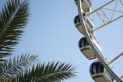 Sharjah white and gray ferris wheel