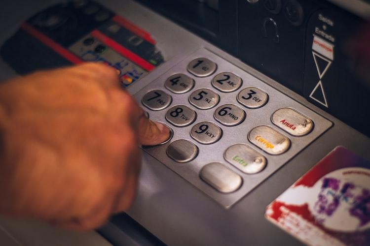 Cek nomor rekening Mandiri yang lupa bisa lewat mesin ATM.