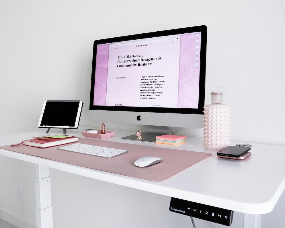 silver imac on white wooden desk