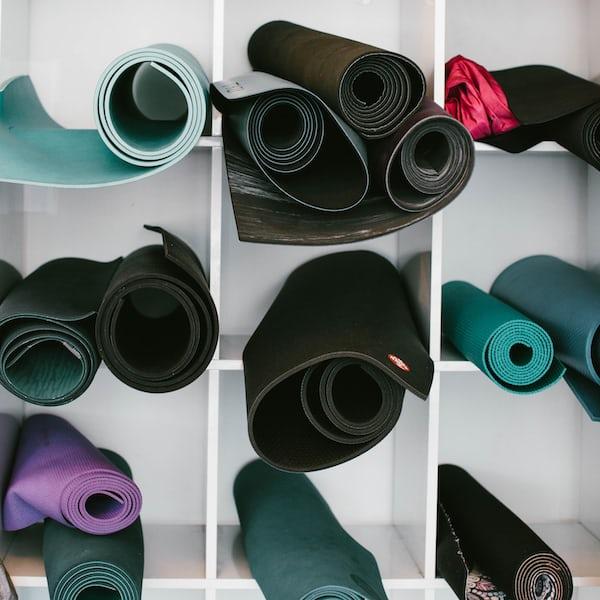 Yogaudstyr – yogamåtte