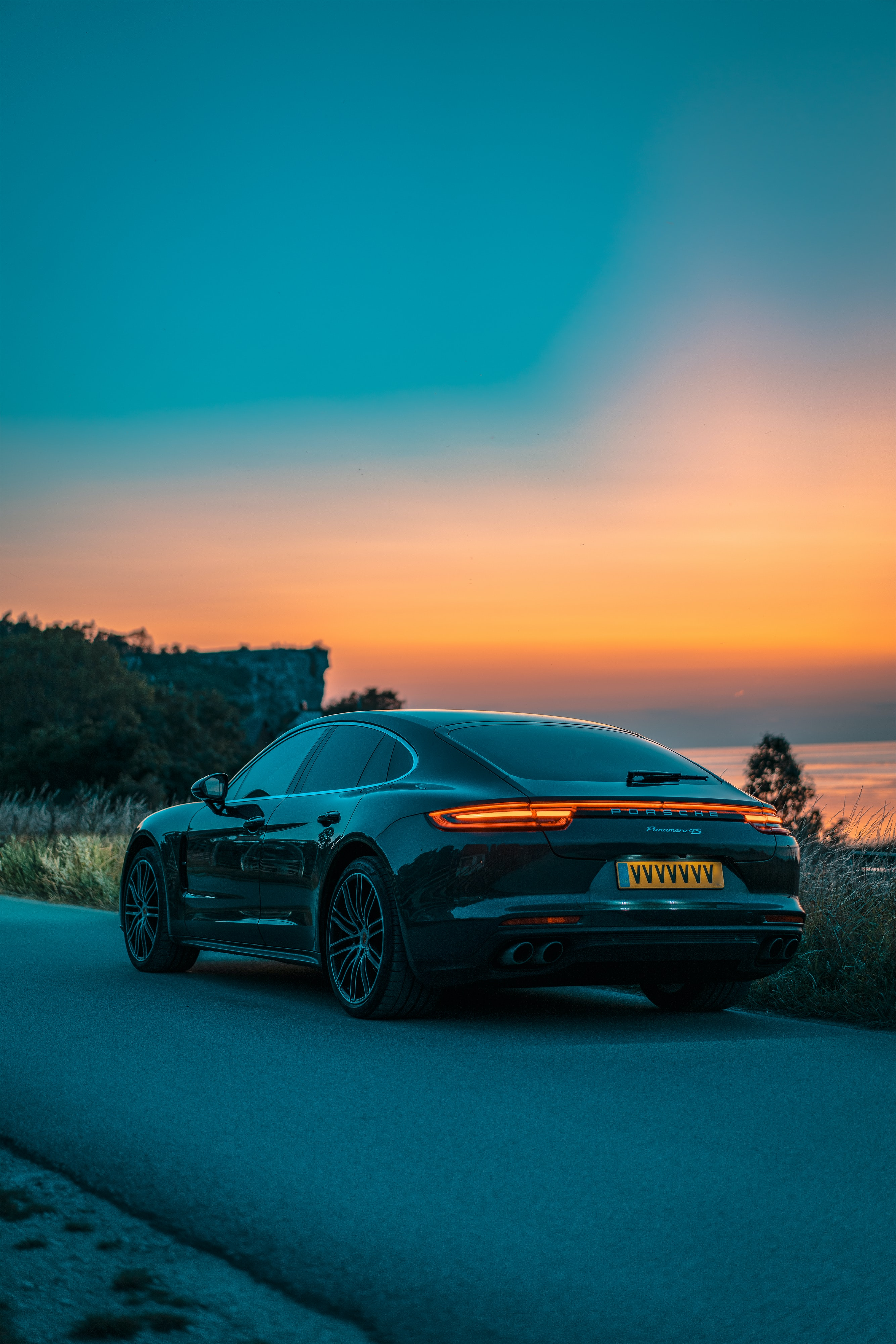 750 Luxury Car Pictures Hd Download Free Images Stock Photos On Unsplash