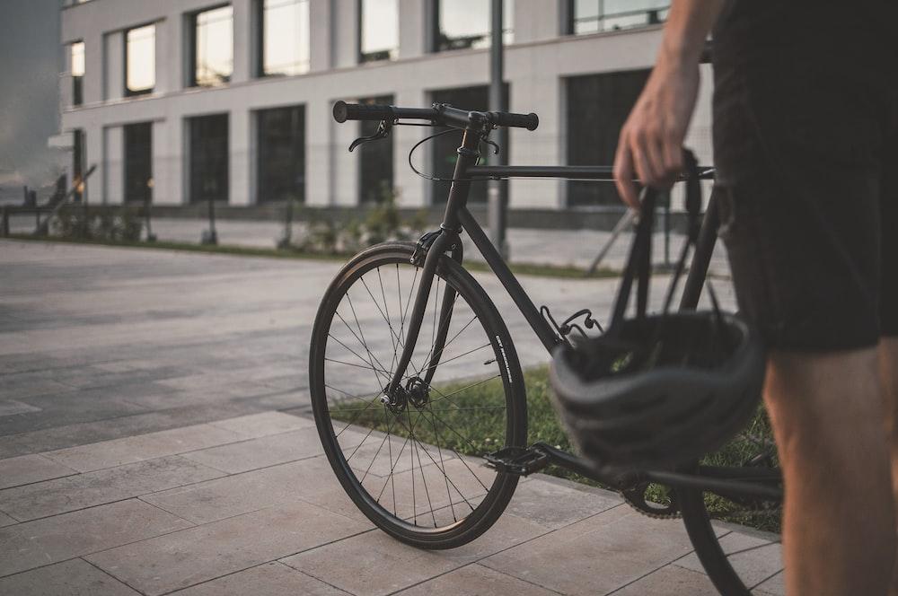 自転車 黒 きつい