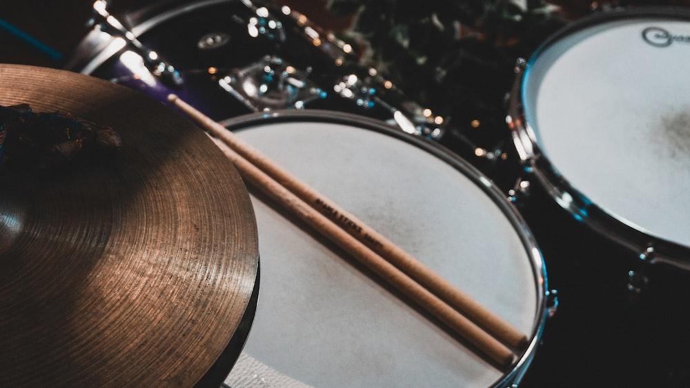 brown drum sticks on drum stick