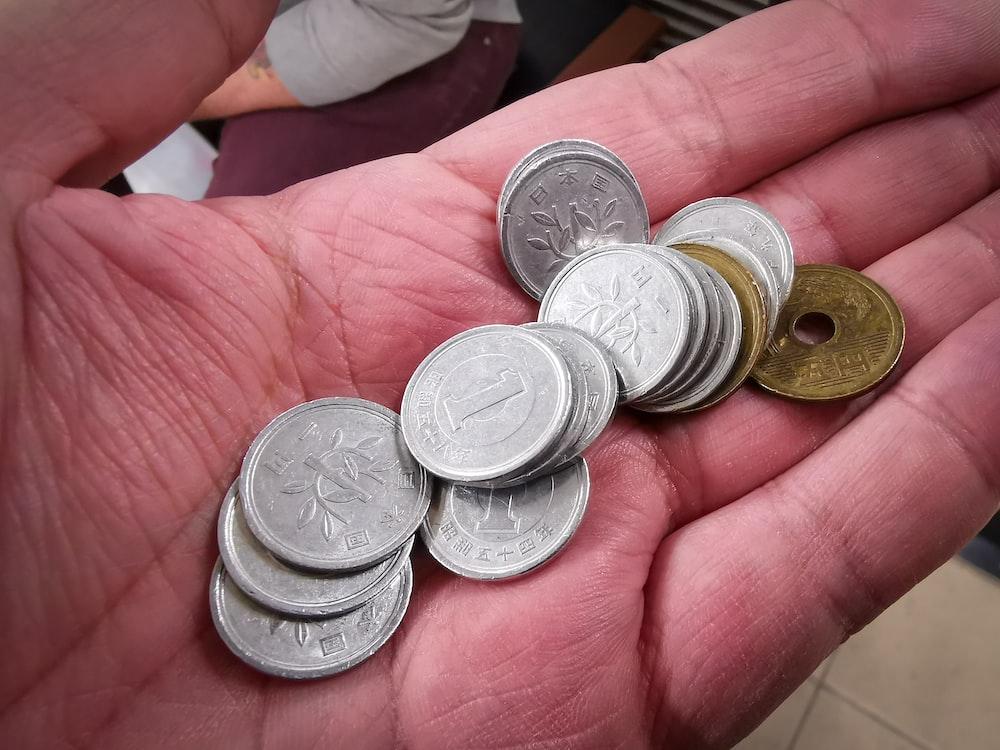 シルバーとゴールドのラウンドコイン