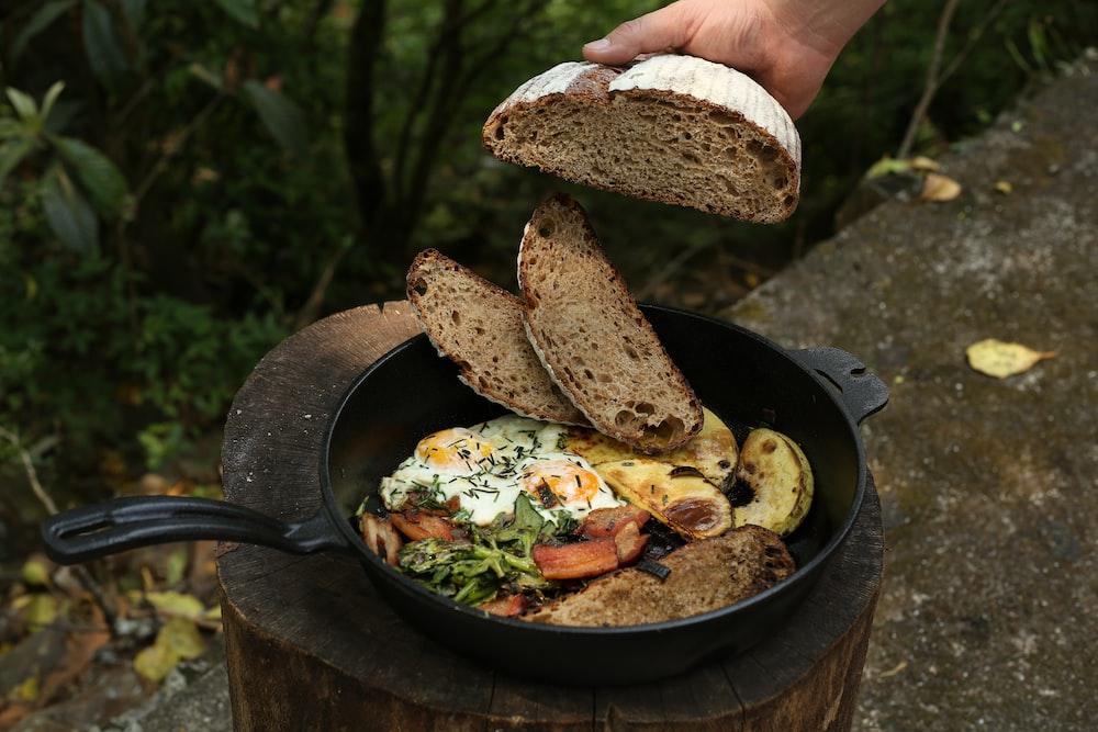 brown bread on black round pan