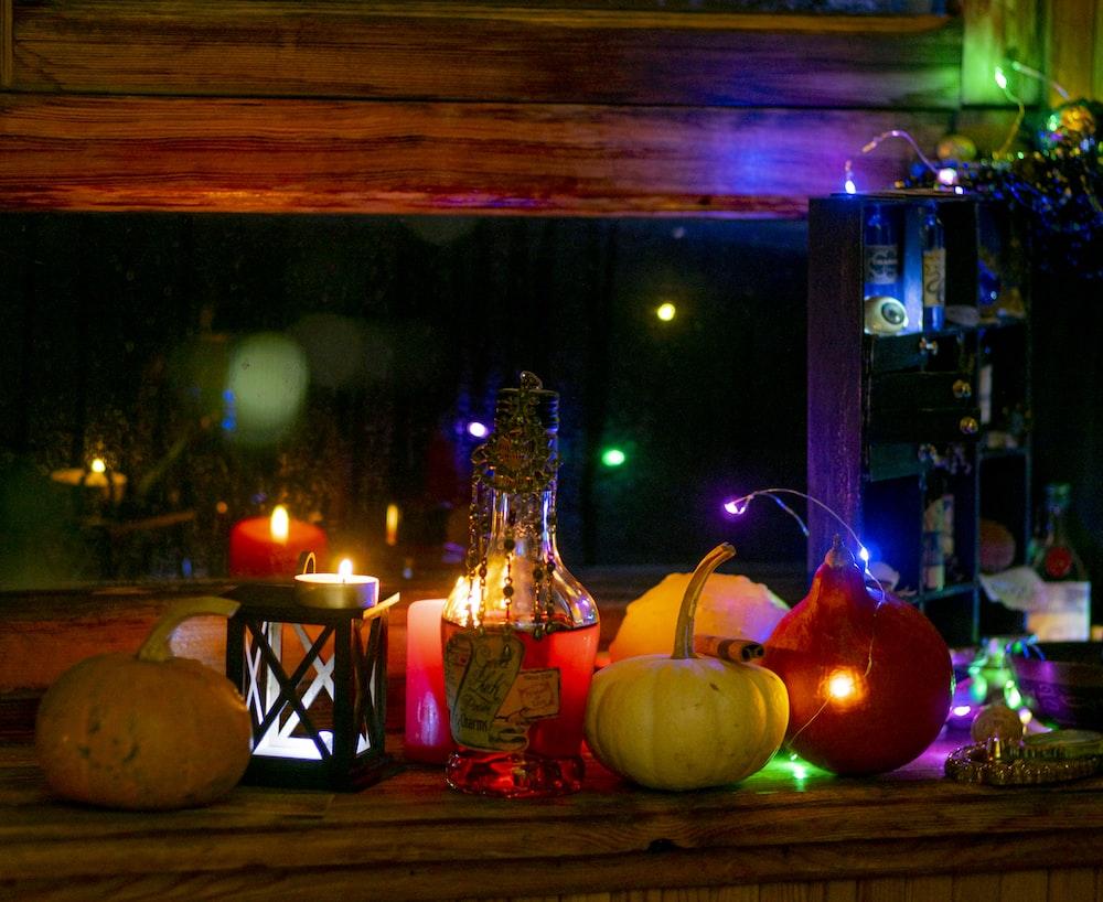 jack o lanterns on table