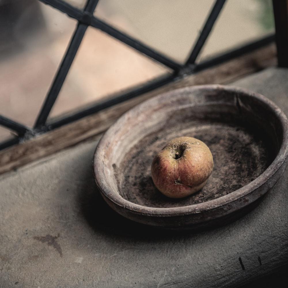 brown round fruit on brown round plate