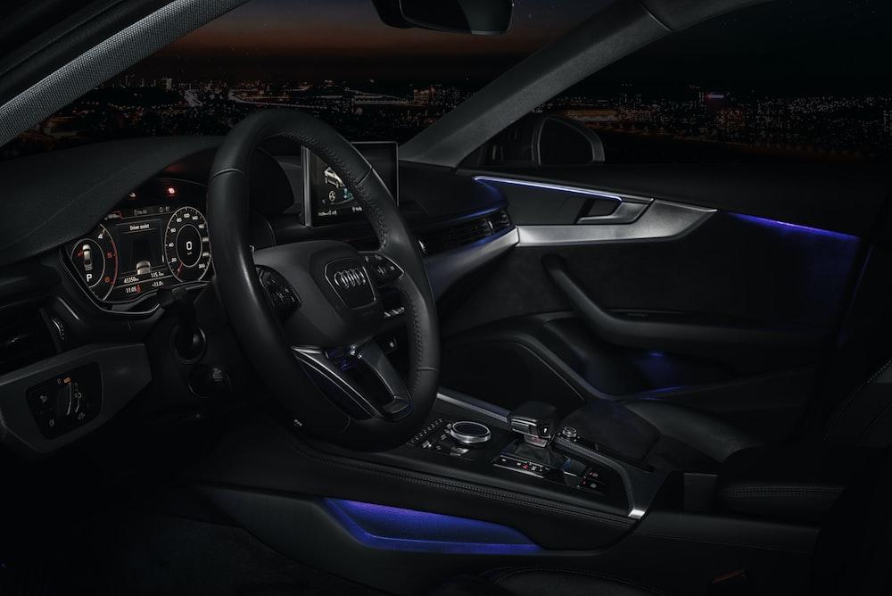 black mercedes benz steering wheel