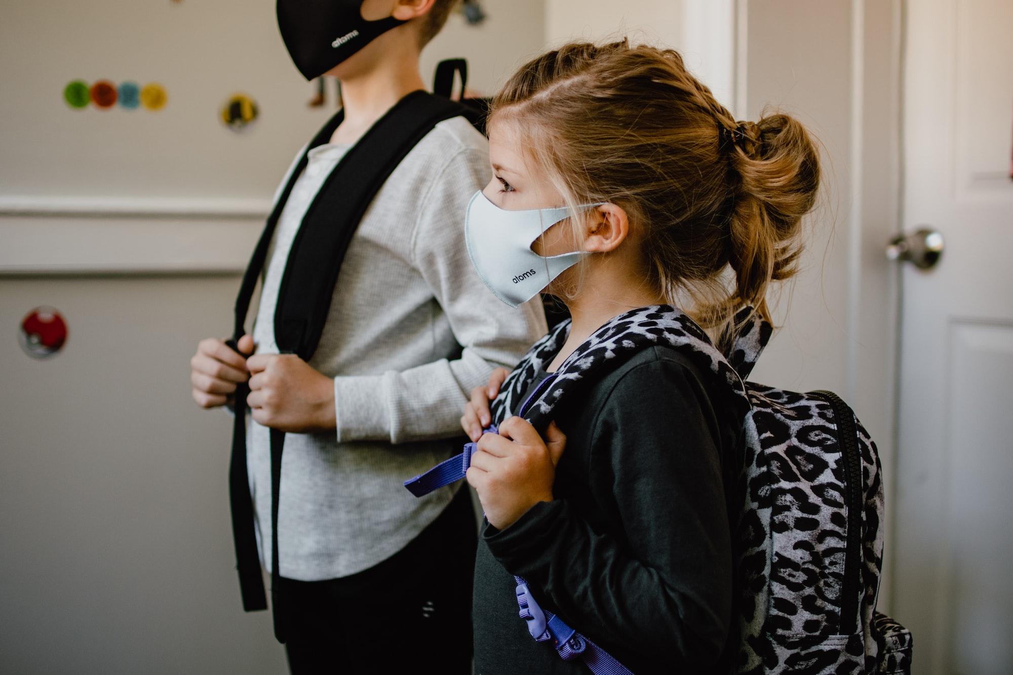 Od września dzieci będą uczyć się hybrydowo? Rząd to rozważa