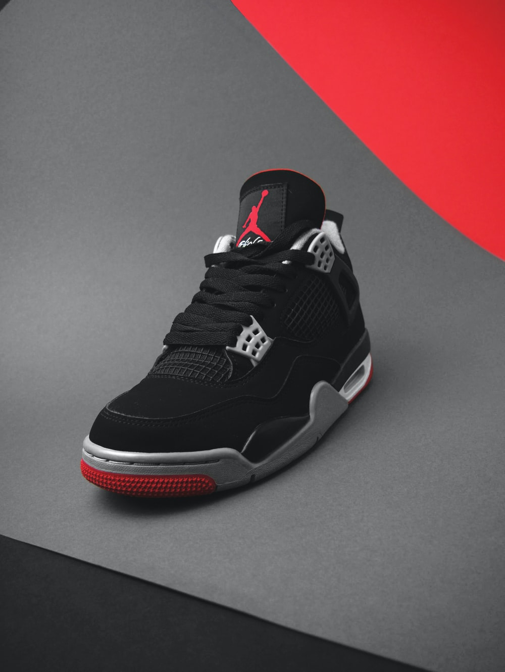black and red nike basketball shoes
