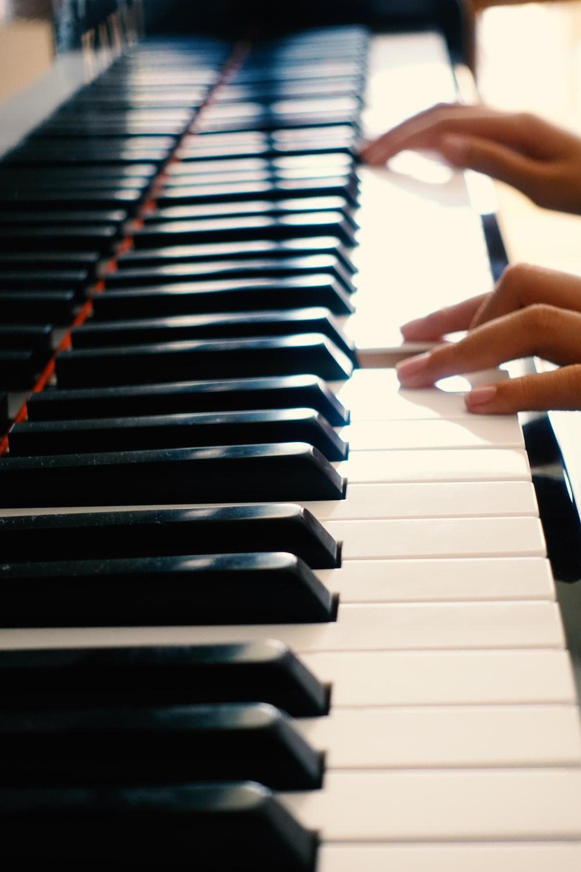 white and black piano keys