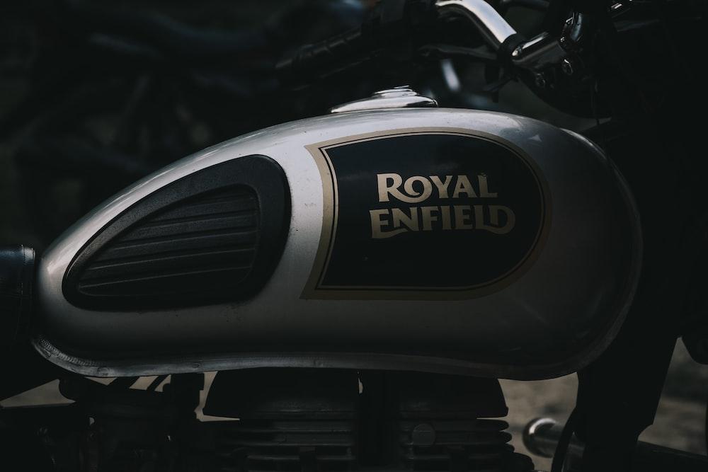 black and silver harley davidson motorcycle